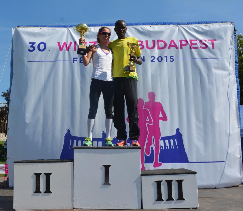 A férfi és a női győztes együtt