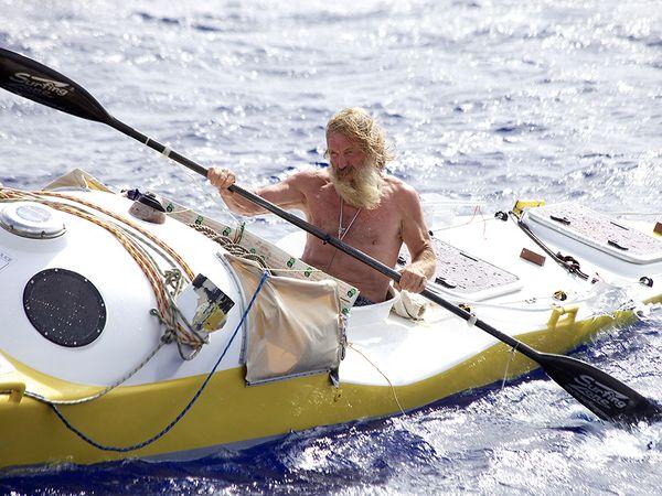 kayak-aggressive-ocean_85269_600x450
