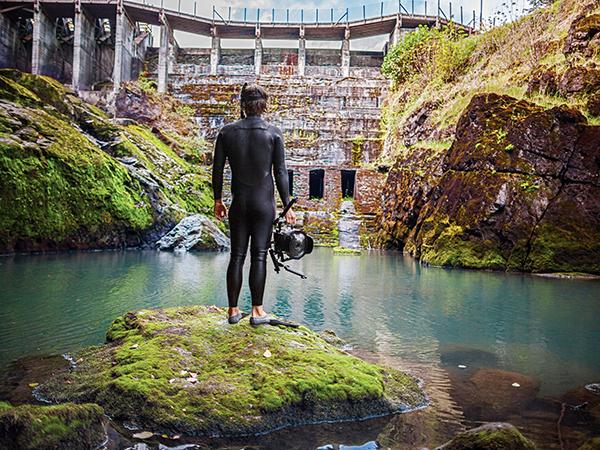 matt-dive-dam-underwater_85251_600x450