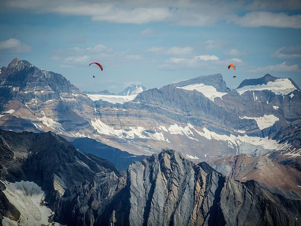 rockies-paraglide-snow_85480_600x450