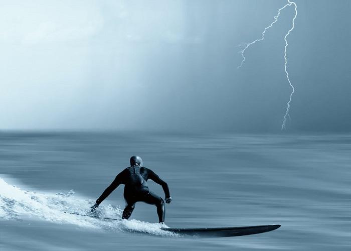 surf_thunderbolt
